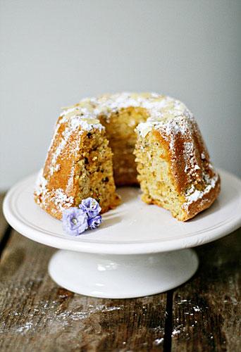 Ein Guugelhupf mit Mandeln aus Mallorca auf brigitte.de Zuckerzimtundliebe Kuchenrezept