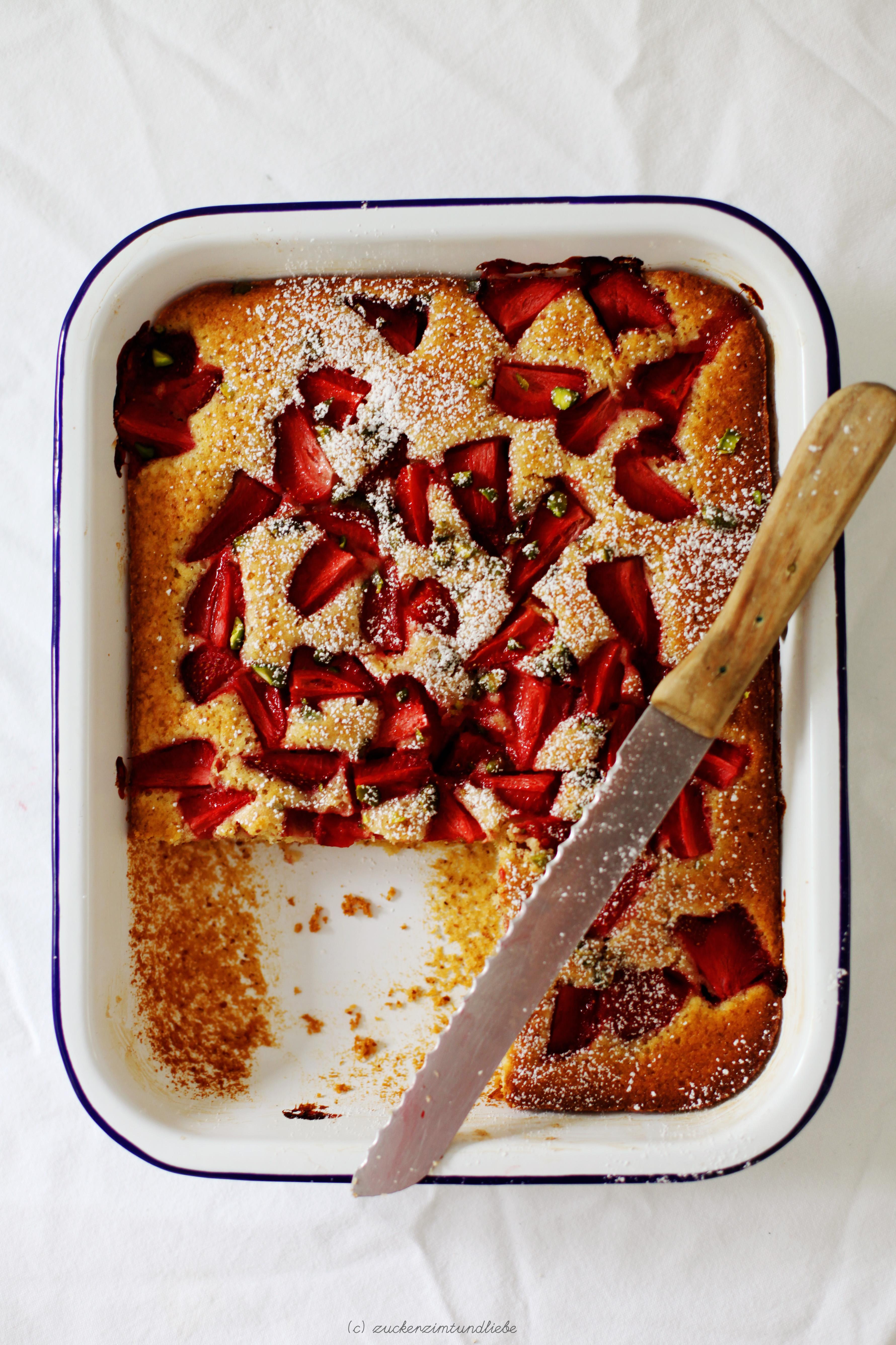 Der Tag An Dem Mich Erdbeer Buttermilch Kuchen Mit Pistazien Vor