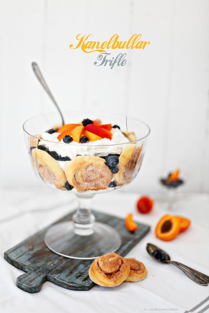 Zuckerzimtundliebe Kanelbullar Zimtschnecken Trifle Mascarpone Dessert Aprikosen Blaubeeren Brombeeren