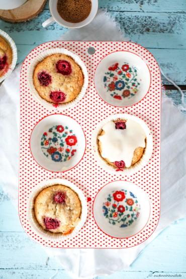 Einfaches Rezept Honig Bananen Muffin mit Himbeeren und Honigglasur Zuckerzimtundliebe Foodblog Muffinform Porzellan2 Anthropologie muffin pan filomena