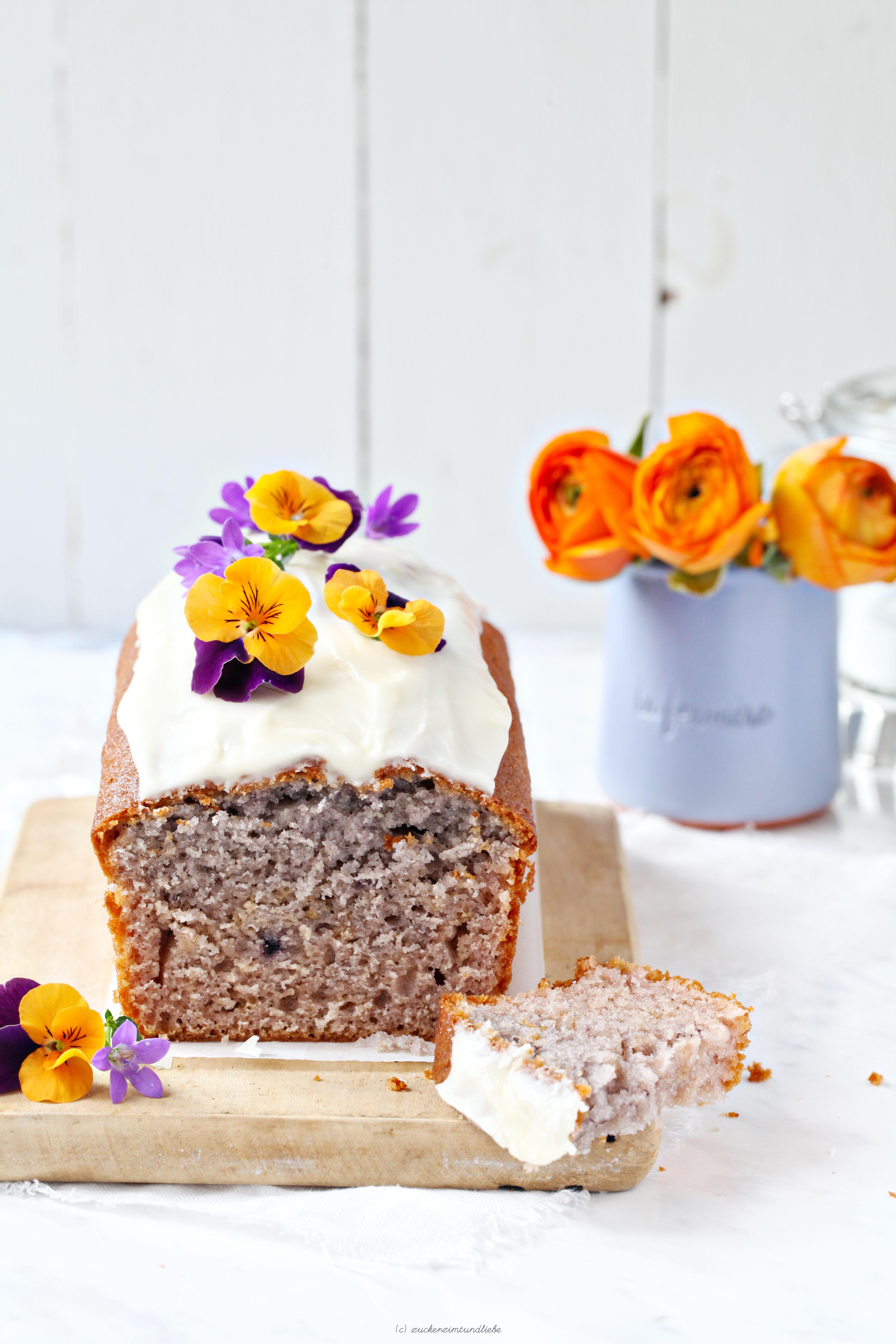 Ein Rezept für leckeren Blaubeerjoghurt-Kastenkuchen mit Orangenglasur