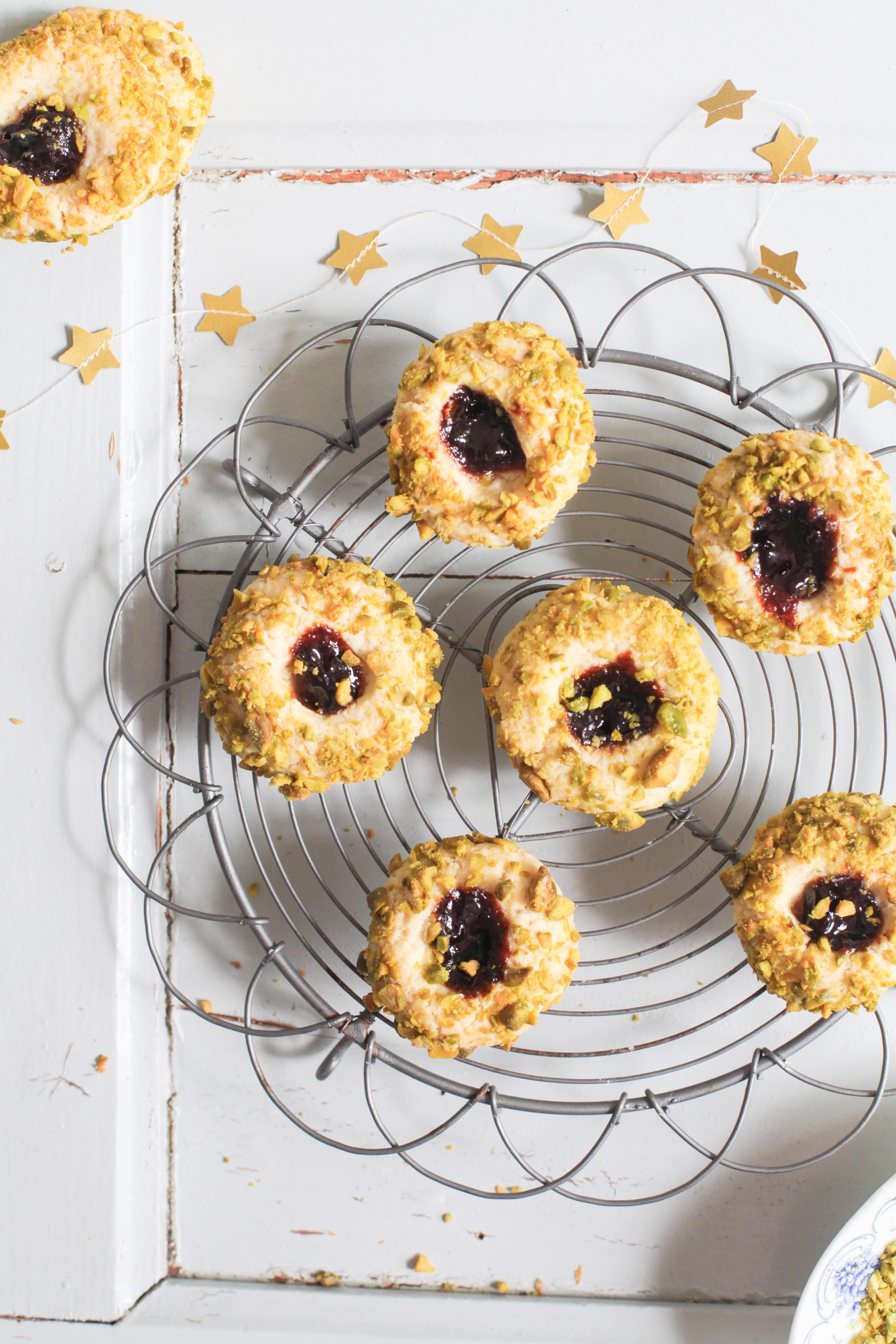 pistazien cookies mit pflaumenmus zucker zimt und liebe. Black Bedroom Furniture Sets. Home Design Ideas