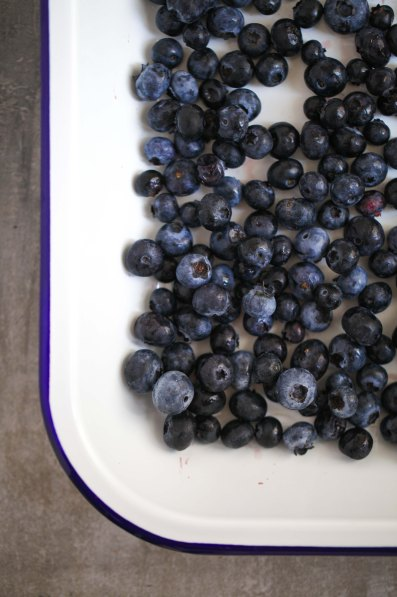 Zuckerzimtundliebe Rezept für Blaubeereis ohne Eismaschine mit ofengerösteten Vanille-Blaubeeren Foodblog Eisrezept Eis Vanilleeis selbstgemacht-9