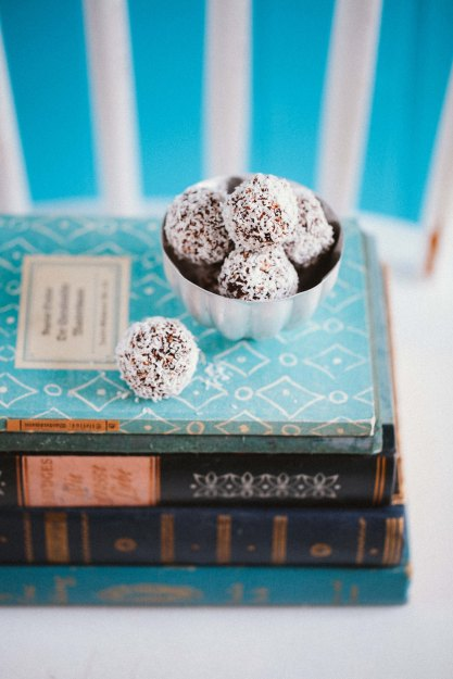 Zuckerzimtundliebe Rezept für Chokladbollar Schwedische Schokoladenkugeln Schokoladenkonfekt Konfekt Recipe swedish chocolate balls Kokosnusskugeln Pralinen Westschweden